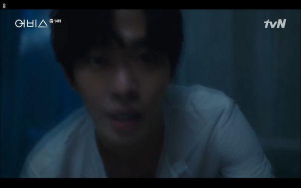Phim Abyss tập 13-14: Ahn Hyo Seop lại hồi sinh ác nhân, đau khổ khi Park Bo Young bị nhốt trong phòng băng đến chết - Hình 59