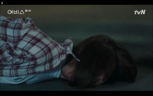 Phim Abyss tập 13-14: Ahn Hyo Seop lại hồi sinh ác nhân, đau khổ khi Park Bo Young bị nhốt trong phòng băng đến chết - Hình 46