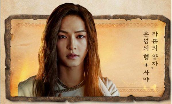 Poster mùa 2 phim Arthdal Chronicles gây sốc khi có sự xuất hiện của 2 Song Joong Ki, cả 2 đều sẽ yêu Kim Ji Won - Hình 4