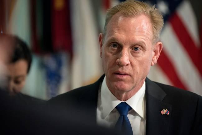 Quyền Bộ trưởng Quốc phòng Mỹ từ nhiệm do bị cáo buộc bạo lực gia đình - Hình 1