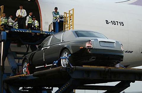 Rolls-Royce Phantom biển số 77L-7777 của bà Dương Thị Bạch Diệp khủng cỡ nào? - Hình 2