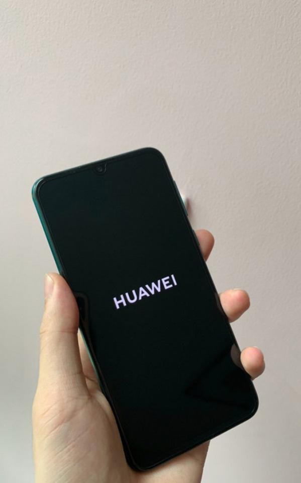 Thiết kế Huawei Nova 5 Pro tiếp tục lộ diện rõ nét qua hình ảnh trên tay thực tế - Hình 2