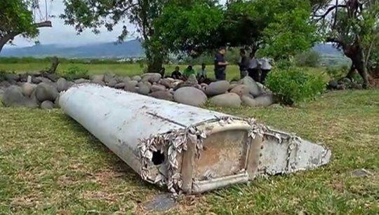 Thông tin gây sốc về âm mưu khủng khiếp của cơ trưởng MH370 và những mảnh vỡ khả nghi - Hình 1