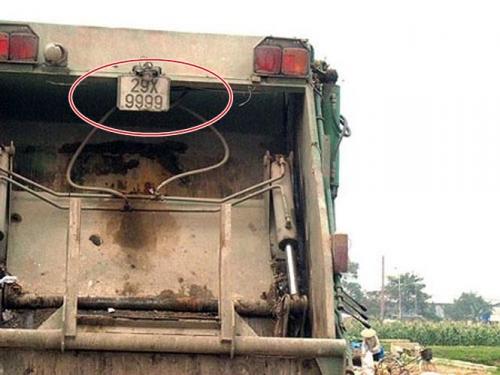 Xe chở rác, ô tô giá bèo cõng biển số khủng trên đường phố Việt - Hình 4