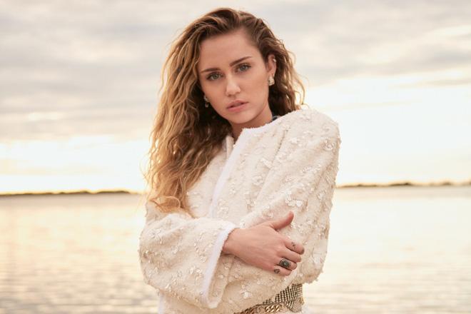 Miley Cyrus: Nàng công chúa Disney chinh phục cả thế giới và chàng hoàng tử đời mình bằng cái điên bản năng - Hình 15