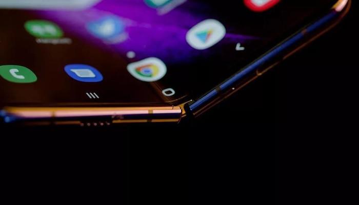 Apple cáo già nhìn Samsung, Huawei làm smartphone màn hình gập - Hình 3