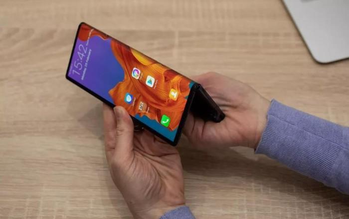 Apple cáo già nhìn Samsung, Huawei làm smartphone màn hình gập - Hình 2