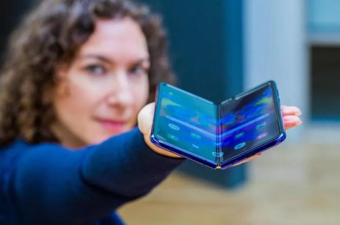 Apple cáo già nhìn Samsung, Huawei làm smartphone màn hình gập - Hình 1