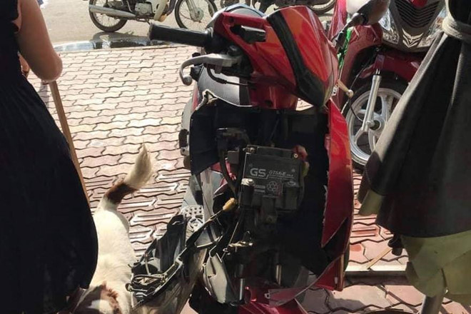 Bị trêu ghẹo trên phố, hai nữ sinh ngã xe phải nhập viện - Hình 2
