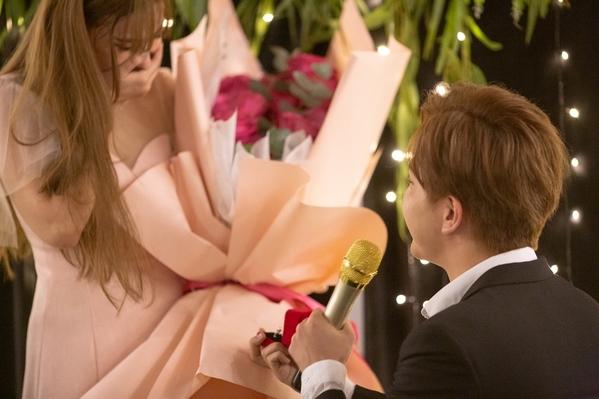 Cận cảnh chiếc nhẫn kim cương mà người yêu soái ca cầu hôn Thu Thủy - Hình 5