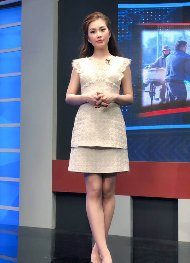 Đỗ Mỹ Linh bị nhà đài nhắc nhở vì trang phục hoành tráng khi dẫn sóng VTV - Hình 4