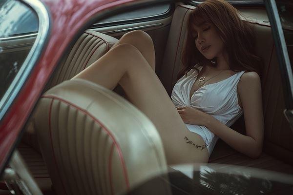 Elly Trần diện bodysuit hoá nữ tài xế gợi cảm thiêu đốt mọi ánh nhìn - Hình 7