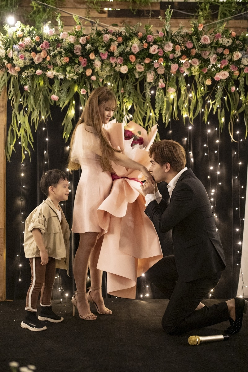 Hé lộ thời gian tổ chức đám cưới của Thu Thủy và người yêu điển trai sau màn cầu hôn lãng mạn - Hình 3