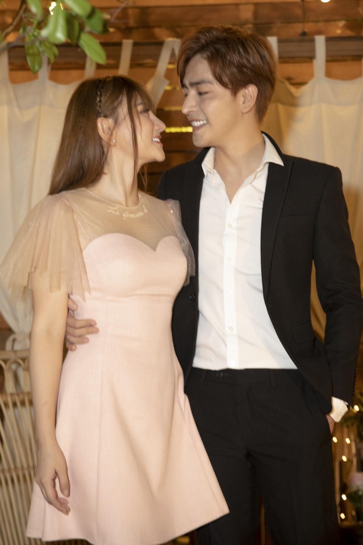 Hé lộ thời gian tổ chức đám cưới của Thu Thủy và người yêu điển trai sau màn cầu hôn lãng mạn - Hình 1