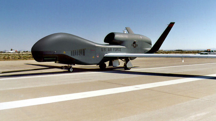 Iran tuyên bố bắn rơi máy bay do thám Mỹ - Hình 1