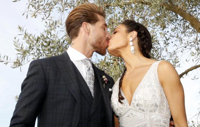 Lý do hôn thê của Ramos chọn hoa cưới màu đen - Hình 11