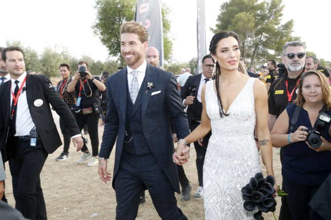 Lý do hôn thê của Ramos chọn hoa cưới màu đen - Hình 8