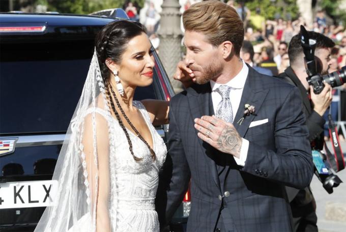 Lý do hôn thê của Ramos chọn hoa cưới màu đen - Hình 6