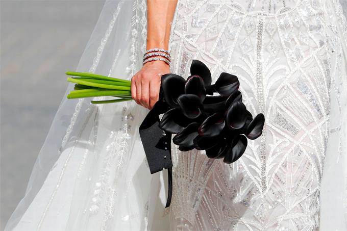 Lý do hôn thê của Ramos chọn hoa cưới màu đen - Hình 4