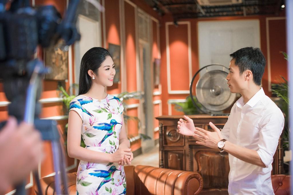 Style của các Hoa hậu, Á hậu khi làm BTV truyền hình: Người bánh bèo hơn thường, người đầy màu sắc nhưng đều 100% thanh lịch - Hình 17