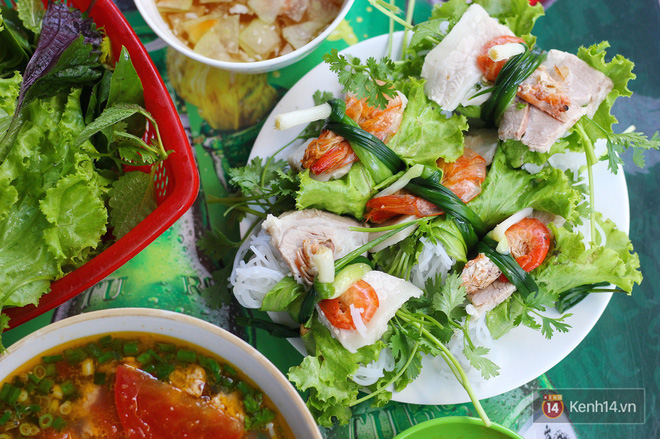 Thời tiết Hà Nội cứ vài hôm lại nóng chảy mỡ, không biết ăn gì thì sao không thử 1001 món cuốn này đi - Hình 1