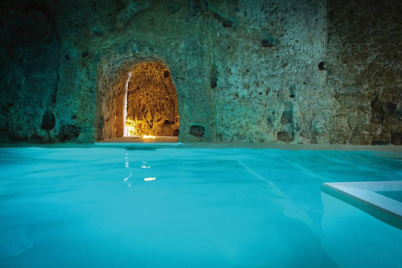 Top những bể bơi sang chảnh, tuyệt vời trên thế giới - Hình 5