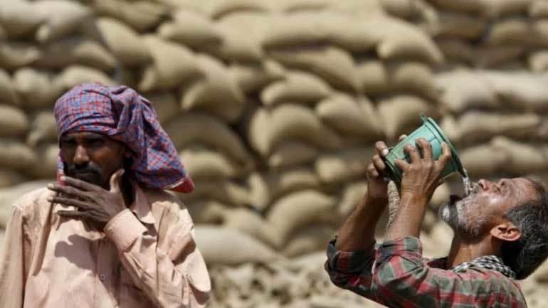 Trời nóng 50 độ C, gần trăm người Ấn Độ thiệt mạng - Hình 1