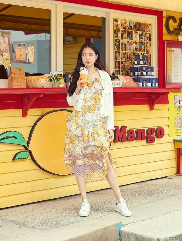 1001 cách lên đồ đi du lịch hè đẹp mê ly như loạt mỹ nhân Hàn - Hình 8