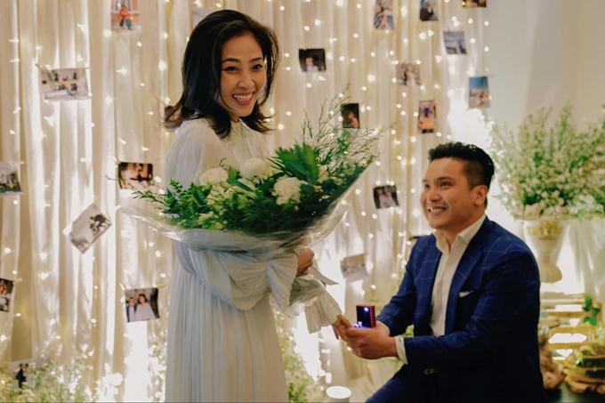 Ngoài Thu Thủy, mỹ nhân Việt cũng được người yêu quỳ gối cầu hôn cực lãng mạn - Hình 8