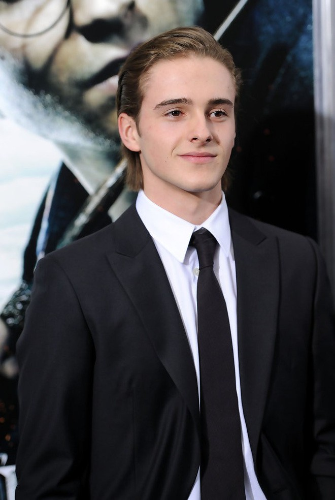 5 cậu em soái ca của sao Hollywood: Toàn trai đẹp cực phẩm, giỏi đáng nể, em trai Emma Watson xuất chúng nhất - Hình 1