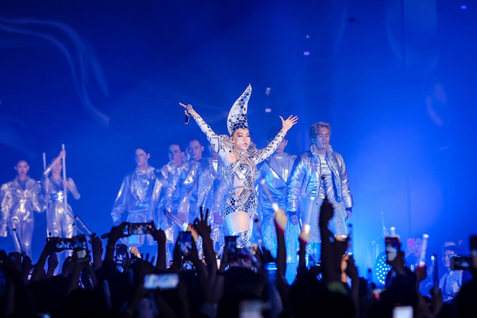 Hàng nghìn khán giả vỡ oà với sự trở lại của 'Nữ hoàng nhạc dance' Thu Minh trong showcase I AM DIVA - Hình 1