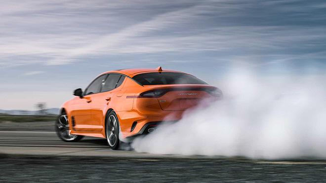 Kia Stinger GTS 2019 phiên bản đặc biệt với màu cam không thể nào sang chảnh hơn - Hình 1