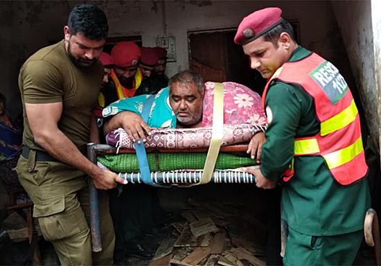 Người đàn ông béo phì được trực thăng quân đội chở đi viện - Hình 2