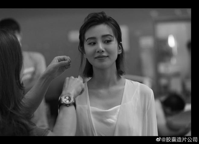 Nhan sắc và vóc dáng đẹp ngỡ ngàng của Lưu Thi Thi sau 2 tháng sinh con, bị đồn trầm cảm vì mẹ chồng - Hình 3