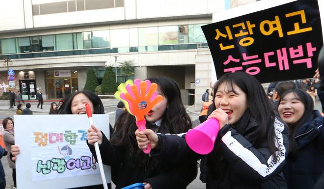 Sự khủng khiếp trong việc coi trọng giá trị bằng cấp ở Hàn Quốc: Nhiều người dành 30 năm đầu đời để học, thi và tranh suất vào làm nhà nước - Hình 4