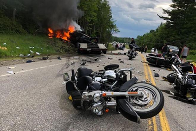 Bán tải đâm đoàn môtô, 7 người thiệt mạng - Hình 1