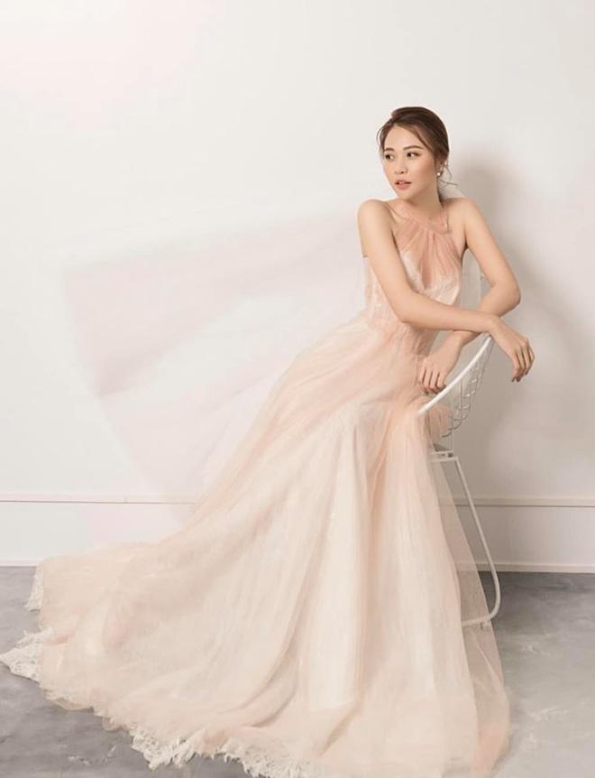 Đàm Thu Trang chia sẻ đầy ẩn ý sau khi hé lộ thêm váy cưới trước ngày về chung một nhà với Cường Đô La - Hình 4