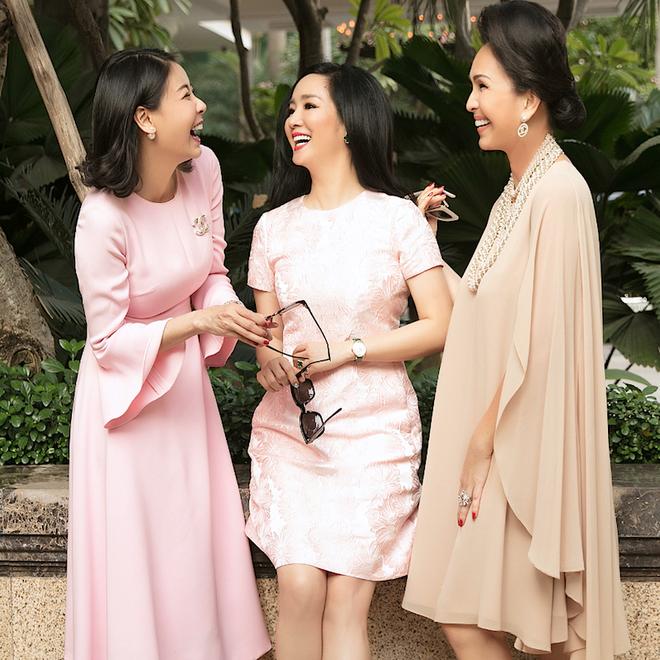 Những hội bạn thân toàn mỹ nhân Vbiz: Từ U30 đến U50 vẫn giữ vẻ đẹp tươi trẻ bất chấp thời gian, phong cách sành điệu miễn chê - Hình 22