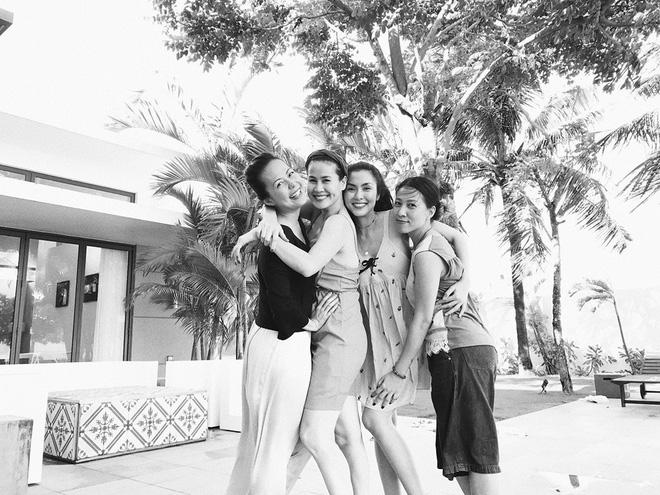 Những hội bạn thân toàn mỹ nhân Vbiz: Từ U30 đến U50 vẫn giữ vẻ đẹp tươi trẻ bất chấp thời gian, phong cách sành điệu miễn chê - Hình 6