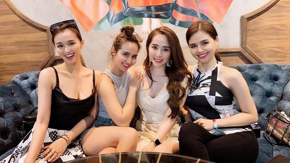 Những hội bạn thân toàn mỹ nhân Vbiz: Từ U30 đến U50 vẫn giữ vẻ đẹp tươi trẻ bất chấp thời gian, phong cách sành điệu miễn chê - Hình 14