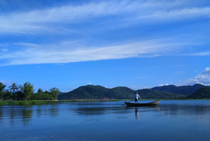 24h ở vùng biển vắng đẹp như tranh ở Quảng Ngãi - Hình 1