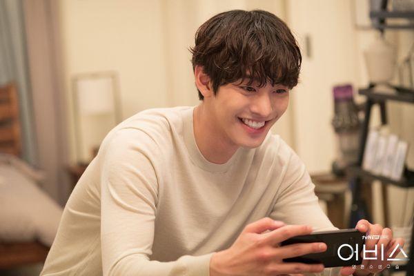 Abyss chưa hết, Ahn Hyo Seop đã rục rịch đóng phim hài lãng mạn Người thầy y đức 2 - Hình 2