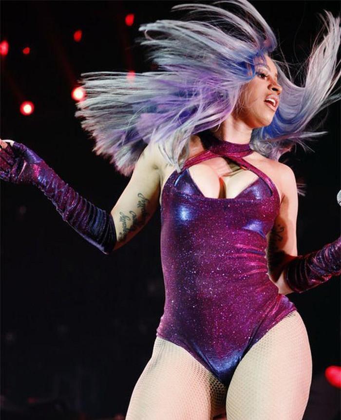 Cardi B nổi bật trong sự kiện âm nhạc diễn ra ở Los Angeles - Hình 4