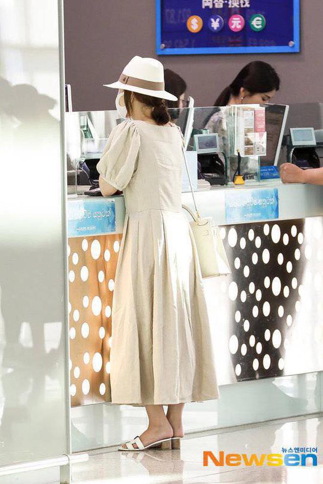 Chưa cần ai dìm hàng, Park Min Young đã tự biến mình thành bà cô già ăn mặc lùng bùng - Hình 6
