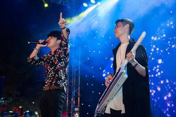 Clip: bộ đôi Jack và K-ICM đã mang bản live Sóng gió chinh phục khán giả Đà Nẵng - Hình 2
