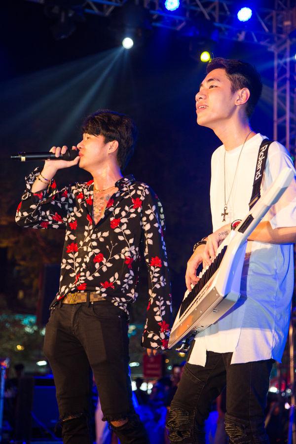 Clip: bộ đôi Jack và K-ICM đã mang bản live Sóng gió chinh phục khán giả Đà Nẵng - Hình 17