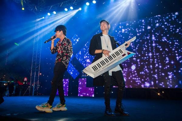 Clip: bộ đôi Jack và K-ICM đã mang bản live Sóng gió chinh phục khán giả Đà Nẵng - Hình 3