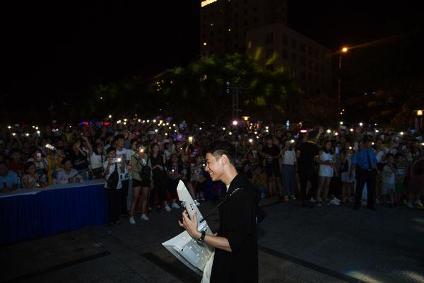 Clip: bộ đôi Jack và K-ICM đã mang bản live Sóng gió chinh phục khán giả Đà Nẵng - Hình 5