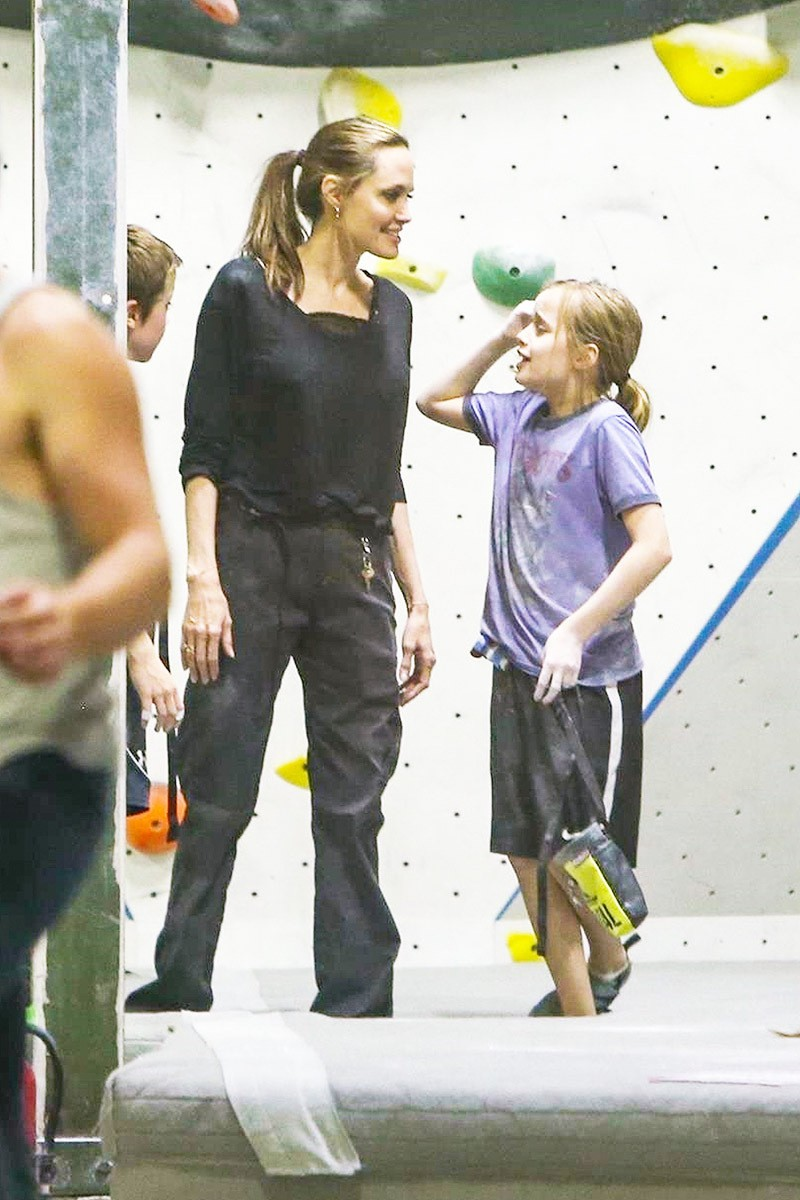 Cô con gái út nhà Angelina Jolie lớn phổng phao, vui vẻ đi chơi cùng mẹ không quan tâm tin bố Brad Pitt tái hôn - Hình 3