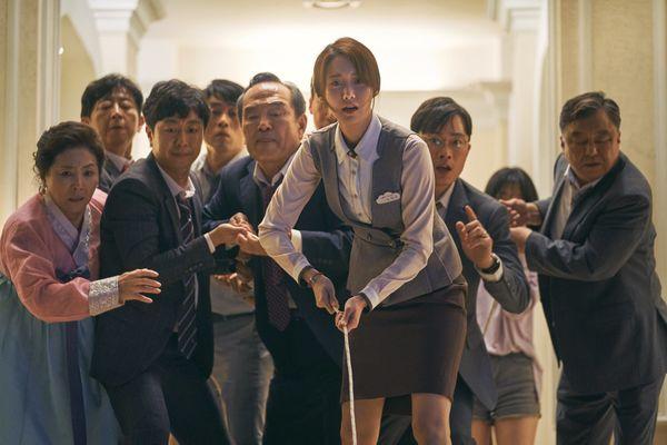 Exit: Tung bộ ảnh ấn tượng của Yoona (SNSD) - Jo Jung Suk, hứa hẹn mang tiếng cười và sự phấn khích cho khán giả - Hình 6